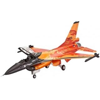 Plastic ModelKit letadlo 03980 - F-16 Mlu Solo Display KLu (1:72)