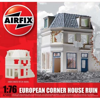 Classic Kit budova A75003 - European Corner House Ruin (1:76)