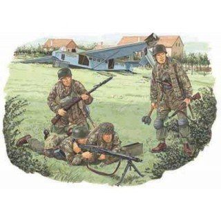 Model Kit figurky 6145 - FALLSCHIRMJÄGER BATTALION 500 (1:35)