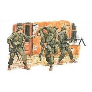 Model Kit figurky 3305 - U.S. MARINES (TET OFFENSIVE 1968) (1:35)