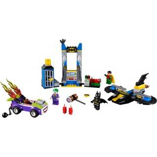 LEGO Juniors - Joker útočí na Batcave