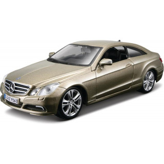 Bburago Kit Mercedes-Benz E-Class Coupe 1:32 zlatá