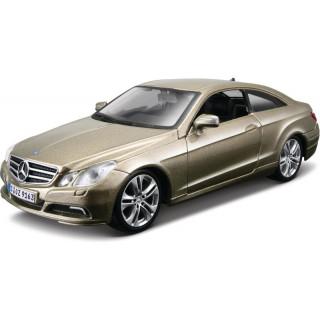 Bburago Kit Mercedes-Benz E-Class Coupe 1:32 zlatá