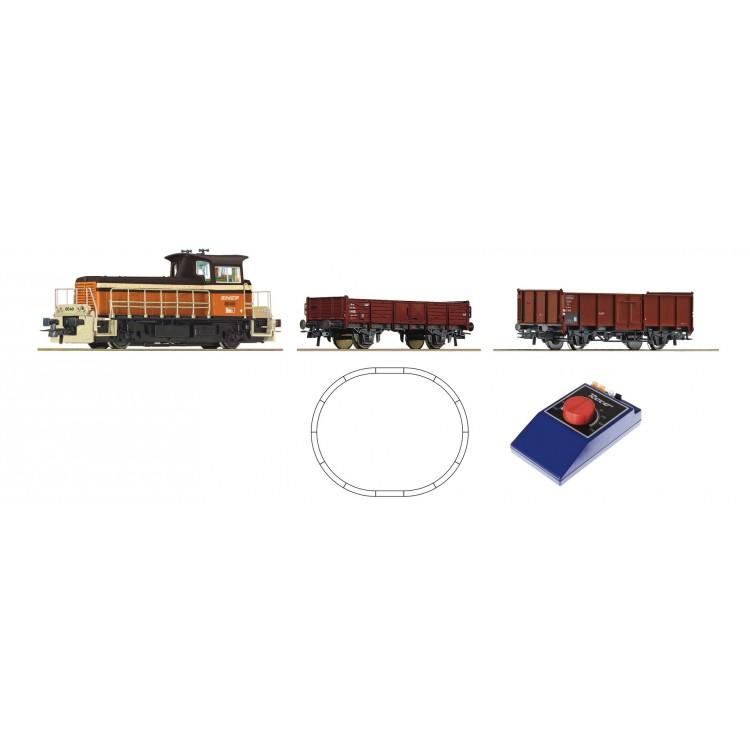 Analogová startovací sada: Malá dieselová lokomotiva a nákladní vlak