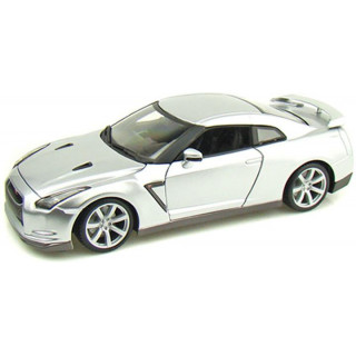 Bburago Nissan GT-R 2009 Diamond 1:18 stříbrná