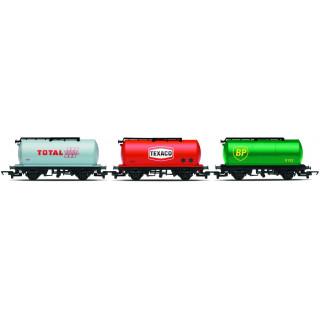 Set tří nákladních vagónů HORNBY RAILROAD R6789 - Fuel Tanker - BP, Texaco, Total