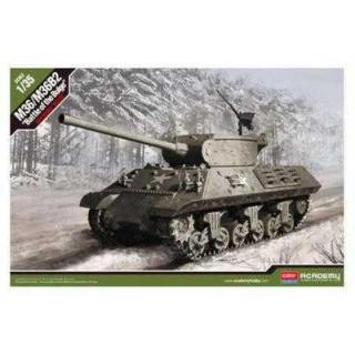 """Model Kit tank 13500 - M4A3 (76)W """"Battle of Bulge"""" (1:35)"""