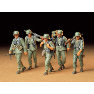 Tamiya German Machine Gun Crew On Maneuver 1/35